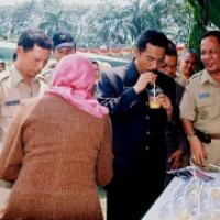Gubernur Minum Dadiah